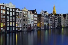 Grachtenhuser Amsterdam (ploh1) Tags: amsterdam niederlande grachtenhuser huserreihe wasser blauestunde spiegelung lichter reflexion grachtengrtel langzeitbelichtung himmel abendstimmung kirchturm wohnhuser europa husserfassade holland