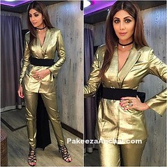 Shilpa Shetty in metallic Gold Outfit BY Nikhil Thampi (shaf_prince) Tags: actressingoldendresses bollywoodactress bollywooddesignerdresses celebritydresses designerwear indianfashiondesigners mettallicsuit shilpashetty