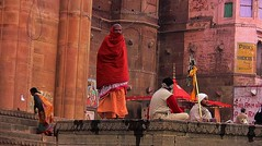 INDIEN, india, Varanasi (Benares) frhmorgends  entlang der Ghats , 14439 (roba66) Tags: indienvaranasibenaresfrhmorgendsentlangderghats varanasibenares indien indiennord asien asia india inde northernindia urlaub reisen travel explore voyages visit tourism roba66 benares varanasi ganges ganga ghat pilgerstadt pilger hindu hindui menschen people indianlife indianscene history brauchtum tradition kultur culture indiansequence historie historic historical geschichte hinduismus