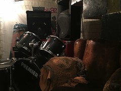 Here comes the drums, here comes the drums (Livesurfcams) Tags: drums retro chair leather brown devon