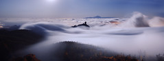 An ocean of clouds (Silvia Travieso G.) Tags: silviatravieso canary islands canarias gran canaria tejeda roque nublo roquenublo clouds sea sky night movement mountain wave white cotton magic mardenubes landscape nube oceano ocean tenerife peak hike above