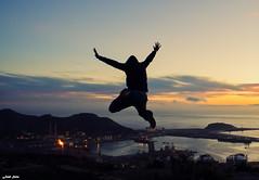 Jumping (Legi.) Tags: costa atardecer jumping nikon saltando 1855mm 1855 cartagena refinera d5100