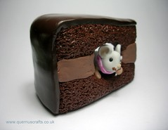 Mouse in Chocolate Cake (Quernus Crafts) Tags: spoon chocolatecake polymerclayquernuscraftscutemouse mouseinchocolatecake