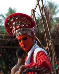 Theyyam ceremony in Thottady (Lucie Bienvenue) Tags: india worship kerala ritual custom malabar theyyam kannur cannanore costamalabari bhagavathi northmalabar pulaya ambilad karalai thottady