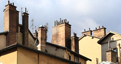 Grenoble, la vieille ville, Dauphin, dcembre 2012. (B Plessi) Tags: france architecture grenoble rue francia ville immeuble 38 vieille toits chemines rhonealpes isre dauphin
