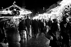 323/365(+1) - EXPLORED - December 31, 2012 #220 (Luca Rossini) Tags: christmas city light people urban bw rome color night 35mm project dark market sony voigtlander carousel 365 citycenter piazzanavona f25 skopar shoppin voigtlandercolorskopar35mmf25 mmountadapter nex7 3651daysofnex7 366nexblogspotcom