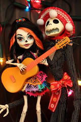 Mariachis of the Dead (Mariko&Susie) Tags: christmas city music monster sisters canon de t mexico skeleton jack eos rebel skull tim los high kiss doll dolls guitar before dia