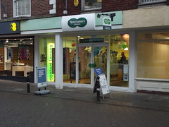 25 BRIDGE STREET - SPECSAVERS (Optometrists) (MrHTV@EveshamStation) Tags: worcestershire specsavers bridgestreet evesham newsagents optometrists wr11