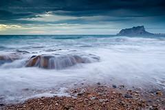 Pen a la Deriva (Pedro J. Zamora) Tags: landscape amanecer lugares tormenta rocas calpe benissa marmediterraneo pedrozamora marineras peondeifach gnd8 calabaladrar motivoprincipal degradadoinverso tipodeluz pedrojzamora degradadoinversohitech