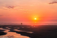 Cuando declina el da - When the day declines (IrreBerenT) Tags: sunset sea summer sky sun beach atardecer ocaso cantabria sanvicentedelabarquera parquenaturaldeoyambre playamern irreberentenataliaaguado