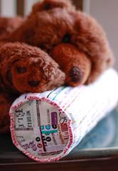 Conversa  /  Talking (Canela Cheia) Tags: almofada artesanato bear brown castanho colors cores handmade patchwork pillow retalhos selvages urso