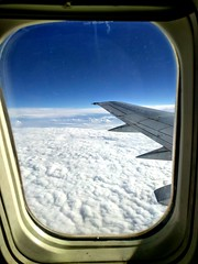 Sopra le nuvole... (Minieri Nicola) Tags: nuvole cloud aereo travel landscape summer estate viaggiare cielo sky ala street windows riflessi finestra airplane