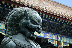 summer palace (yiheyuan - beijing, china) (bloodybee) Tags: summerpalace lion statue art architecture yiheyuan beijing china asia travel roof shingle