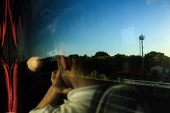 Estrada para Nantes (faneitzke) Tags: nantes paysdelaloire france frana loireatlantique canont5 canon canont5eos1200d britanny bretagne bretanha summer vero light luz contraste contrast travel traveling travelling traveler traveller trip viagem rotaryyouthexchange rye ryep studentexchangeprogram exchangestudent intercmbio urbano urban retrato portrait pessoas gente people personas homem man men boy teenager teen adolescente sky cu skyline ciel cloud clouds nuvem nuvens contrejour contraluz sombra shadow ombre road estrada bus nibus portfolio