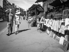 Vivre  Paris - Hipshot (Eva Lauermann) Tags: paris frankreich france lifestyle streetart street ricoh pentaxwg4 summertime art culture kultur menschen lebensfreude seine malerei kunst spaziergang grosstadt city town pentax pentaxart
