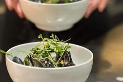 Hotel Guldsmeden52 (DebioNorge) Tags: blåskjell enkel foredling foredlingsindustri industri kjøkken mat matlaging matvarer produkter servering sjøprodukter skjell svart varer videreforedling