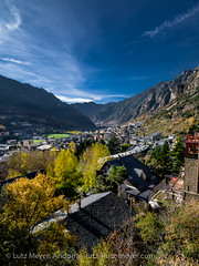 Andorra city views: Andorra la Vella (lutzmeyer) Tags: life city november autumn mountains living town montana europe novembre centre capital hauptstadt herbst ciudad center berge noviembre everyday andorra pyrenees leben iberia montanas ciutat pirineos pirineus tardor iberianpeninsula gebirge pyrenen otono alltag muntanyes wassergraben santacoloma andorralavella bewsserung normallife gebirgszug bewsserungskanal wasserkanal iberischehalbinsel stadtgebiet recdelsola andorracity ciutatdevalls carrerparcguillemo