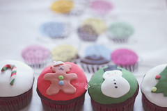 23-24-2012. Christmas cupcakes (Isabel Pava) Tags: christmas stilllife food dessert cupcakes advent calendar getty gettyimages gettyimagesiberiaq3 micalendariodeadviento gettyimagesiberiaq12012