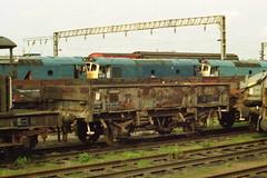 19910406 002 Bescot Yard. BR 20.5T GRAMPUS ZBO.  DB986324 (15038) Tags: wagon bs trains goods railways freight britishrail engineers grampus bescot zbo 986324