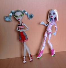 My new Ghoulia and Abbey (Just a Nobody) Tags: abbey monster high doll roller maze fashiondoll mattel ghoulia
