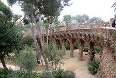 Barcelone - Parc Güell - Les Viaducs (larsen & co) Tags: barcelona spain gaudi espagne barcelone modernisme parcgüell antonigaudi trencadis