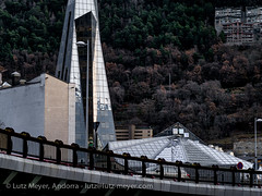 Andorra city views: Escaldes (lutzmeyer) Tags: pictures city bridge winter architecture puente photography town arquitectura bath europe december village photos pics centre ciudad center images fotos stadt architektur pont invierno dezember brcke spa andorra bilder imagen diciembre pyrenees iberia ciutat wellness pirineos pirineus iberianpeninsula architectura pyrenen therme imatges hivern caldea desembre siedlung escaldes baukunst laplana thermalbad warmwasser heilbad engordany escaldesengordany iberischehalbinsel stadtgebiet mfmediumformat andorracity lutzmeyer lutzlutzmeyercom pontjosepviladomat