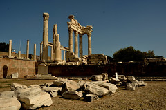 PERGAMON - Ancient Greek City (Feridun F. Alkaya) Tags: pergamon bergama turkey ancient cities creek roman historical history herakles unesco unescotentativelist ngc archaeology ruins