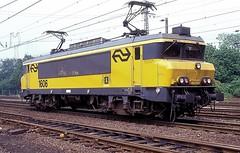 1606  Emmerich  25.05.95 (w. + h. brutzer) Tags: emmerich 16 eisenbahn eisenbahnen train trains railway niederlande holland elok eloks lokomotive locomotive zug ns webru analog nikon