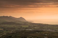 Where the Mountains meet the Sea (Glenn D Reay) Tags: wales snowdonia mynyddycilgwyn llynpeninsula sunset vibrant mountains sea coast landscape warm pentaxart pentax k30 sigma1770hsm glennreay