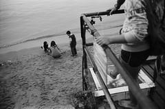 Children, Beach, Sai Kung, Hong Kong (duncanwong) Tags: leica m4 m bayonet mount summicron 35mm 8 elements 2 f2 sai kung hong kong hk beach kid kids child children boy boys girl girls bp black paint