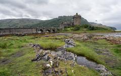 Eilean Donan - 2 (bervaz) Tags: scotland escocia verde green nubes clouds carlzeiss variotessart variotessartfe1635mmf4zaoss 1635mm arquitectura medieval