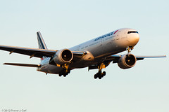 Air France | F-GZNI | Boeing 777-328/ER  | YYZ | 12.13.2012 (Trevor Carl) Tags: airplane photo aviation transport boeing airfrance yyz torontopearsoninternational 777328er alltypesoftransport fgzni