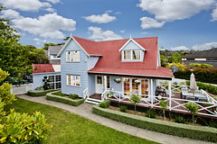 Greenhithe Cottage , NZ (JiriNZ) Tags: new canon lens real photography estate bees alien einstein pole auckland zealand mk2 5d 1740