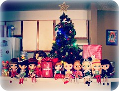 Blythe Physical Challenge #70: Home for the Holly-Dayz!