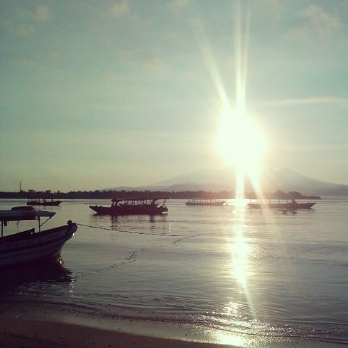 Gili... missed the view... a lot @lastiona @front_pecinta_iphone #jj #gilitrawangan #gili #traveltime #tina #instaphoto #instagram #indonesia ...kapan kita kesana lagiiiiiiiih????