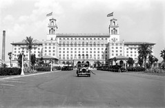 The Breakers Hotel: Palm Beach, Florida (State Library and Archives of Florida) Tags: 1920s florida hotels resorts palmbeach palmbeachcounty henryflagler classicautomobiles nationalregisterofhistoricplaces thebreakershotel historichotels industrialists statelibraryandarchivesofflorida printcollections historicpreservationmonth 1southcountyroad