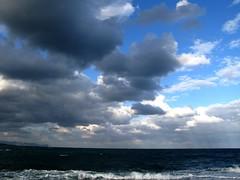 ... (RoBeRtO!!!) Tags: blue sea sky white black water beautiful clouds mare nuvola wave cielo acqua azzurro bianco nero foaming onda marenostrum rdpic spumeggiante canong7