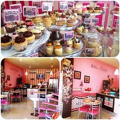 Hoy es da de Cupcakes !!! Te esperamos en #sweetcakesstore para que disfrutes de los mejores cupcakes, smoothies, merengadas, cheescakes, y tengas una tarde sper dulce #lecheria #ccsednaya #puertolacruz #venezuela #cupcakery #cupcake #bakery #originalcu (Sweet Cakes Store) Tags: original cakes square de cupcakes los yummy cafe y venezuela tienda cupcake squareformat brownie smoothies mejores galletas tortas lecheria sweetcakes merengadas cheescakes ponques iphoneography instagramapp uploaded:by=instagram sweetcakesstore sweetcakesve
