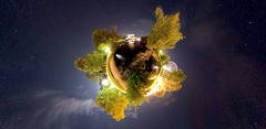 Volksfest @ Planet Friedrichsau (guenther_haas) Tags: sky lake germany stars lago deutschland hotel see space himmel fair ferriswheel bigwheel riesenrad ulm sterne volksfest 306 kugelpanorama friedrichsau littleplanet ricohthetas