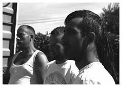 """""""Au Pardon de Saint-Laurent... Un Espagnol, un Irlandais et un Parisen... Tous Bretons""""/""""The Saint Lawrence Pardon... A Spanish, an Irish  and a Parisian... All Bretons"""" (praetorian29620) Tags: fdrouet portrait retrato ami friend nb bw film f801s"""
