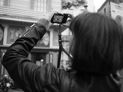 La Rambla (Smi_Madani) Tags: barcelona catalunya spanien es street spain blackwhitephotos blackwhite blackandwhite bw olympus olympusomd omdem10ii em10ii woman tourist