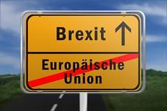 Ortsschild mit den Worten Europaeische Union und Brexit (Christoph Scholz) Tags: ortsschild hinweisschild vernderung brexit gros brittanien eu europische union