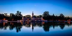 Luna sobre cabalgadura, El Retiro, Madrid (pepoexpress - A few million thanks!) Tags: nikon nikond600 nikon1424f28 d6001424mm d6001424f28 pepoexpress parquesdemadrid elretiro elrastromadrid horaazul horamgica lago lagodelretiro water madfotomeetup madfoto sunset madrid