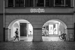 Bonita de paso (Anvica) Tags: feldkirch austria nocturna blancoynegro blackandwhite night fuji x100