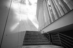 Stairway to Heaven II (Tom Levold (www.levold.de/photosphere)) Tags: luxemburg luxembourg architektur architecture fuji fujixpro2 xpro2 bw sw sky himmel clouds wolken philharmonie philharmonia