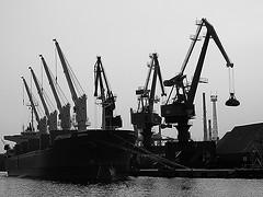 """la """"mgamachine"""" (unpalimpseste) Tags: port grues navire bateau tanker marchandises eau gdansk ciel quai mgamachine"""