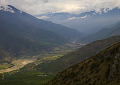 Tiger Leaping Gorge And Jinsha River, Lijiang, Yunnan Province, China (Eric Lafforgue) Tags: china mountain color colour nature rock horizontal river landscape photography asia day outdoor nobody nopeople canyon valley copyspace yunnan lijiang scenics tigerleapinggorge tranquilscene eastasia ruralscene terracedfield colorpicture jinshariver yunnanprovince greencolor a0007886
