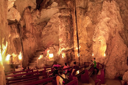 Une des salles des Capricorn Cave est tellement grande qu'elle est utilisé comme église pour y célébrer des mariages