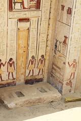 La puerta falsa de Shendwa , sexta dinasta jefe de los escribas reales y supervisor de las misiones entre otros ttulos , padre deKhonsu , enterrado cerca de l. Reinado de Neferkare-Pepi II. (Soloegipto) Tags: egypt egyptian egipto saqqara egypte sakkara egyptianmuseum egyptiantomb soloegipto sakkarapepi neferkare egyptegipte saqqaratombs karolmysliwiec polishmissioninsaqqara saqqarapalmclub sextadinasta