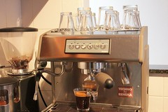 Espresso machine with glasses (hv_bean) Tags: coffee control twin techno espresso temperature boiler espressomachine reneka